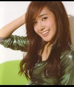 FAVE MEMBER : YURI FAVE COLOUR : GREEN