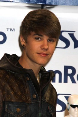 i l'amour justin bieber and i dont know why people say that i guess people r just haters