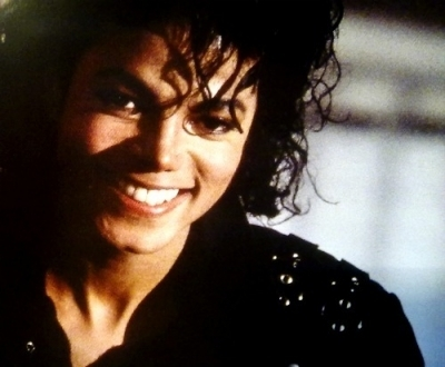 When Michael smiles it like all the pain I felt just disappears. When Michael smiles it's so magical it's like I'm sucked in to a world where only me and Michael exist. A world where suffering and pain do not exist. He smiles like an Энджел (angelface) :) xxx