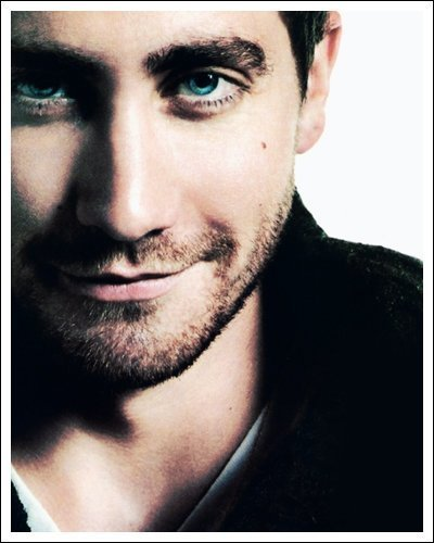 for me it's Jake Gyllenhaal... he's just extremely... wow <3