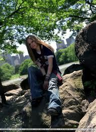 I love avril soooo much!!!! is it ok, if i use this pic? ^^