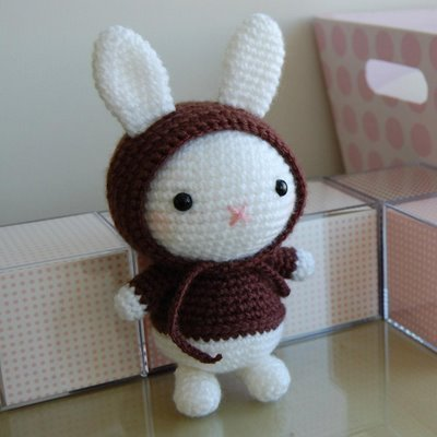 i LIKE TO CROCHET JAPANESE 玩偶 BECAUSE THEY ARE CUTE. the pic below is a japanese crotcheted doll, hope 你 like.