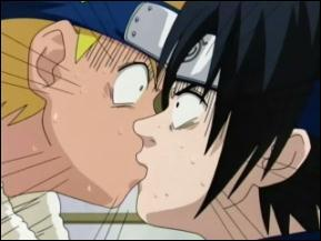 Naruto and Sasuke baciare