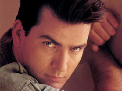 Charlie Sheen <3 He IS gorgegous!!! :)