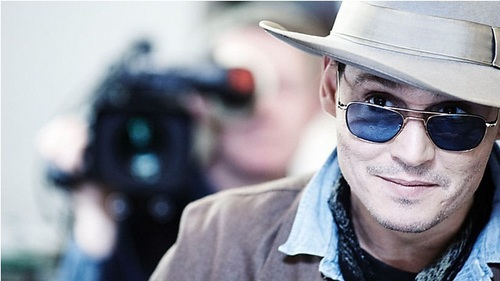 Johnny Depp❤He wears sunglasses very often and they suit him too much:)))))