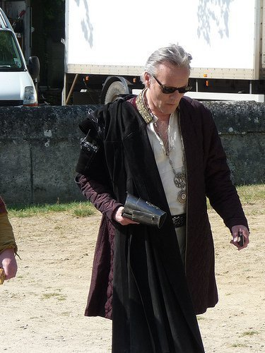 couldn´t find another pic, so he´s on set