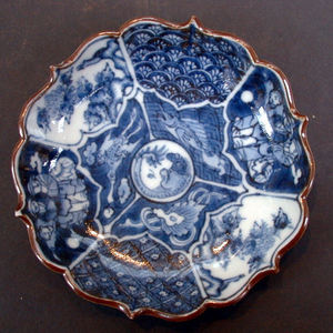 I like the Japanese imported ceramic dishes. I much prefer them to dishes like pewter and earthenware یا even the Chinese porcalain dishes. Unfortunately though the Japanese don't like trade and getting a Japanese dish is very diffacult.