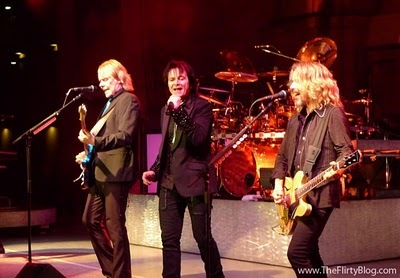 कोल्डप्ले is okay... The other bands I don't like... For me it's all about Styx