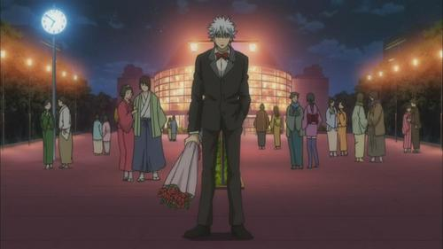 Gintoki Sakata holding a bouquet of バラ
