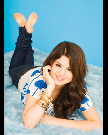 pot a pic of selena barefoot   selena gomez answers   fanpop