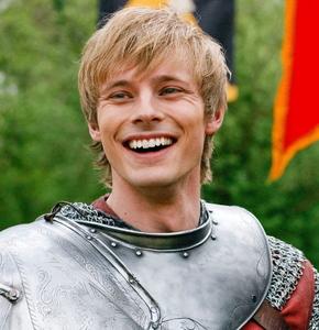 Bradley James. Awnn, look at that smile. (':