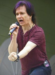 Become Gowan's friend Be able to see Gowan everytime he performs Be rich