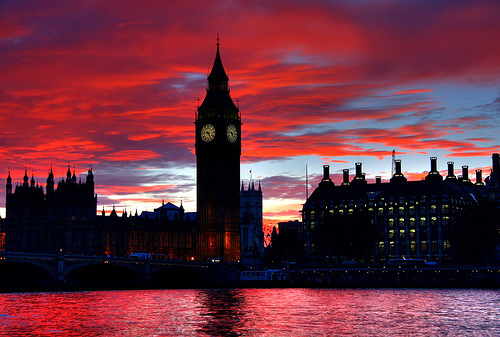 I Amore this picture. I've always wanted to go to England. I Amore the sky, the point of view, y todo. Haha.