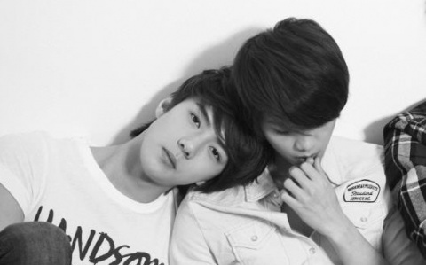 i like both But i like Luhan a little bit Mehr But they are cute together!!!