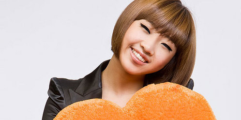 "my sister tell me""Hey! i think ur eyes look like Minzy"""