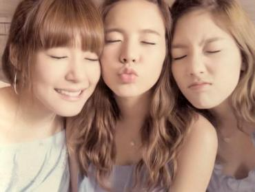 Short haired Taeyeon + Sunny Bunny + cute Tiffany = nice pic