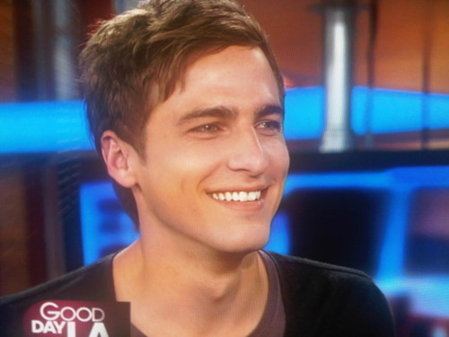 """lolz no worries 你 can have """"your Carlos"""" :P I like Kendall and James but Kendall 更多 His eyes...just wow"""