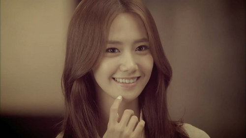 Yoona for me,many male celebrities' ideal type is her but Yuri is sexier!