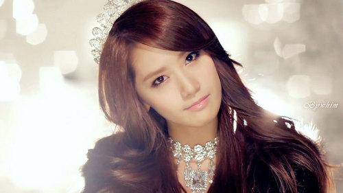 Yoona has always shiny and healthy hair