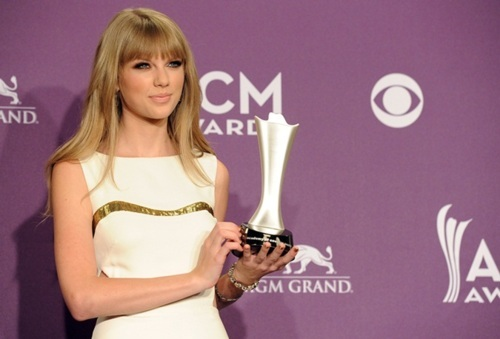 Taylor in white <13
