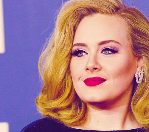 Color: roze Singer: Adele