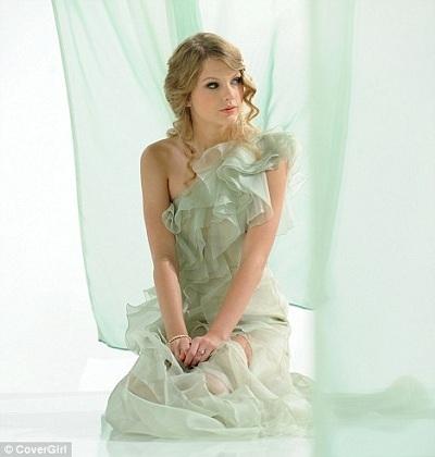 That's mine :) It looks soooo pretty on her <3 ^^