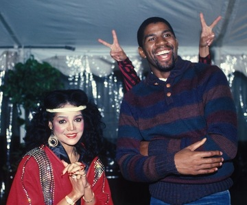 Guess who's behind Magic Johnson here!!! Lol!!! =D