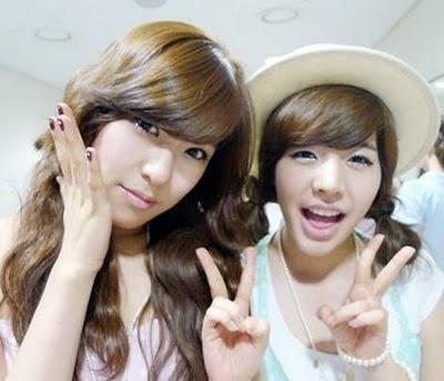 Tiffany! The smizing queen. And Sunny! The aeyeo queen. ^^