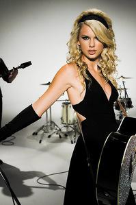 Taylor in black::