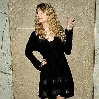 I think this black dress is cute X)