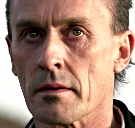 creepy, but his eyes remind me a bit of Edward´s in Twilight with the difference that Knepper´s are real