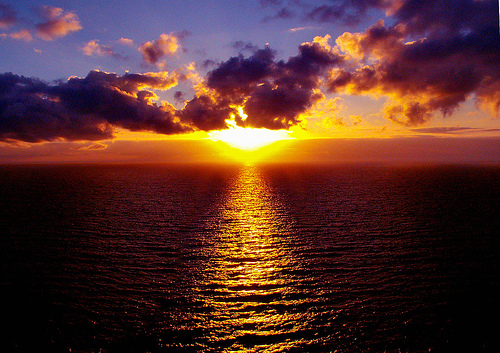 My favourite colour is purple. I also प्यार the colours of sunset.