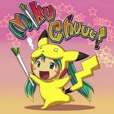 miko chuuu if 你 look close at the ends of there hair it yellow