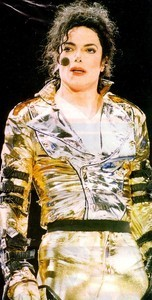 Don't worry his not crying and of course his tired but his also wipping all that sweat off his face too lol :* 愛 あなた Michael x