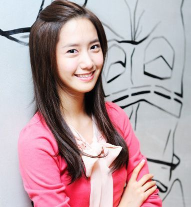 Yoona! ...so hard to find cute 写真 of her wearing ピンク