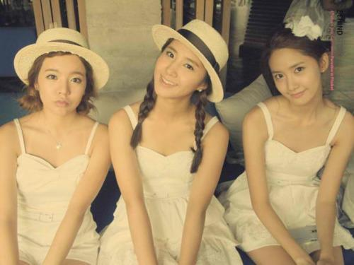 I want with Yuri, Yoona n Sunny. why, it's simple coz they are the most member that I like it, specially for Yuri..^^