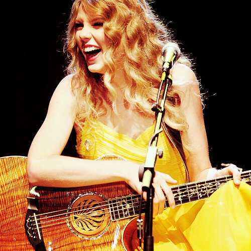 i think she has such a beautiful smile...she looks so happy then;)love her anyways<3 what do u think about this one? i love it so much