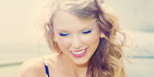 I feel like I always gotta smile too when Tay does :) I think she looks even more beautiful when she smiles <13 She just lights up my world and I love her like..don&#39;t know..like my sis or something like that xD <13