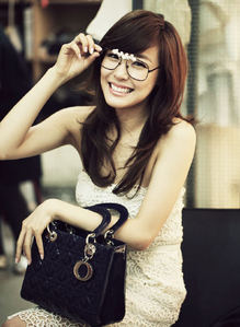i really like fany.. i mean everything about her.. her eye-smile, dork but cute, matured but immature personality, her clumsiness