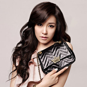 1)Tiffany Hwang for me^^ she's like the best to me,she has an amazing 심장 and personality(: she's my inspiration<3 2)Yuri is 2nd to me,i just really like her personality sonehow:P 3)Sunny,Shes very funny and cute 4)Jessica,i 사랑 her sense oh humor 5)Taeyeon,i 사랑 her laugh and voice 6)Yoona,i 사랑 her imitations:D 7)Sooyoung,i like her figure,she has a S line 8)Seohyun,she doe'st really know how to have fun.. 9)Hyoyeon,i dont find her as interesting rather than her dancing.