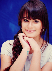 Lea looks pretty in this picture