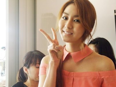 After School Uee she is pretty amazing even though she can't sing. but it doesn't matter because there r some snsd member who can't sing but can act 또는 dance!!