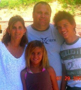 taylor with his family mom debra father daniel and sister makena