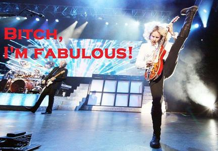 Just clicked on a ランダム pic in my folders (Tommy Shaw from Styx) ;D