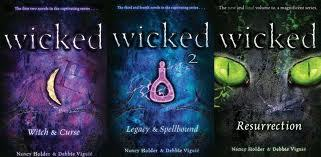 1. Nancy Holder and Debbie Viguie 2. Wicked(5 पुस्तकें with different names) 3. Fantasy/horror 4. 10/10 5.It's about a girl named होल्ली, होली who finds out she is a witch. It is an AMAZING series. One of the best book series I've ever read.