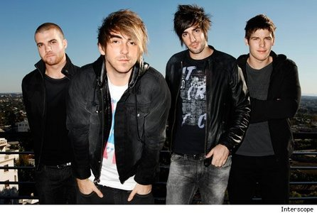 Coffee Магазин Soundtrack by All Time Low. Loved it years ago, still Любовь it now <3