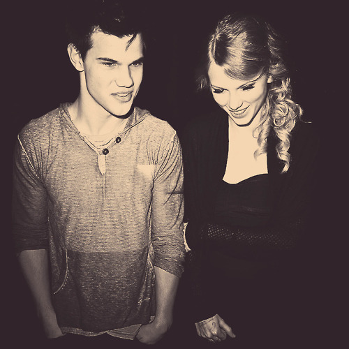 I really like this pic..Tay looks so cute and beautiful <13