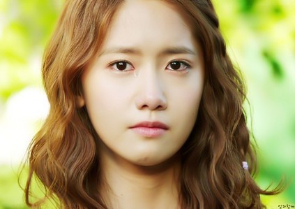 Yoona but she is crying! T_T