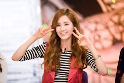 Seohyun making a peace sign :)
