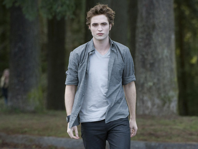 All the characters are very good looking,but none meer so than the one in the pic below.I know all the other ladies on Team Edward would agree.Enjoy the view ladies!!!!!!!!! I know I will.